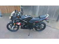Lexmoto XTR S 125cc Motorcycle 125 Motorbike (with fitted alarm) & Accessories