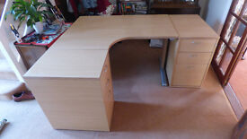 Good quality office desk in excellent condition. Sawston.
