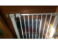 Pressure fitted stair gate