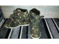 Army style wedges size 6