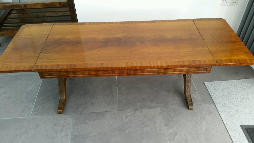 Drop leaf extending table