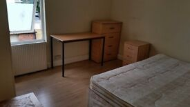 DOUBLE ROOM TO LET FOR COUPLE OR 2 FRIENDS
