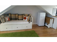 lovely studio flat close to Turnpike Lane Station! NOW!!!all bills included
