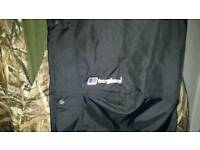 Unused top of range waterproof trousers fantatic make..and max5 jacket best about. Size large.