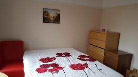 DOUBLE ROOM IN WEST EALING CLEAN AND QUIET ALL BILLS INCLUDED