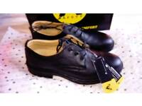 BNWT w/ FREE PnP Safety steel toe capped shoes - size 9/43