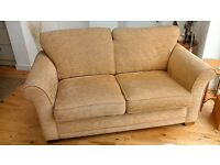 2 SEATER SOFA IN VGC BARGAIN NEARLY NEW