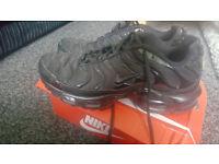 All black Nike tns,