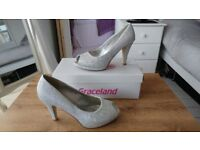 Bella Star Silver Glitter Womans Size 5 Shoes / High Heels