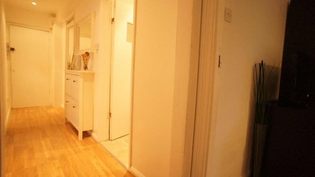 ******A STUNNING 3 BEDROOM FLAT TO LET NO REFRENCES CHARGES******