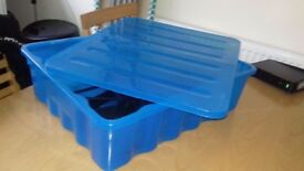 Storage plastic box 23.5×16cms with cover and 16 hangers