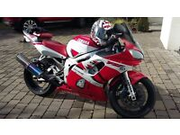 yamaha r6 Red/White rare red leater seat. Great conditon for age