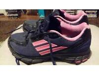 ADIDAS TRAINERS SIZE 5.