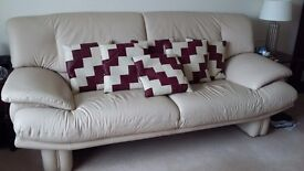 Cream/beige leather 3 seater sofa with 6 matching cushions in excellent condition
