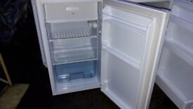 **UNDERCOUNTER FRIDGE FREEZER**VERY GOOD CONDITION**NO SCRATCHES\MARKS**COLLECT\DELIVERY**NO OFFERS*