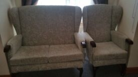 hsl Sofa & 2 Chairs 3 piece Suite in Floral Mint Still Under Guarantee Immaculate
