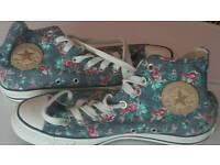 Converse brand new size 7