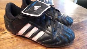 Adidas Soccer Shoes Youth 13.5 / Souliers soccer 13.5 enfant West Island Greater Montréal image 2