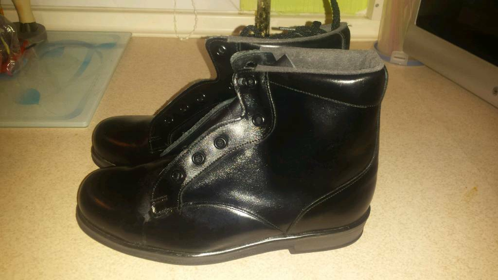 2 pairs work shoes/boot