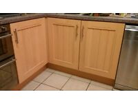 Kitchen Units: 2 Wall/2 Single/4 Drawer/1 Corner Double/1 Double Sink Unit/1 Extractor Panel