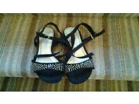 Ladies strappy shoe