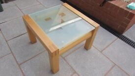 TOP QUALITY GLASS TOPPED SOLID OAK COFFEE TABLE.