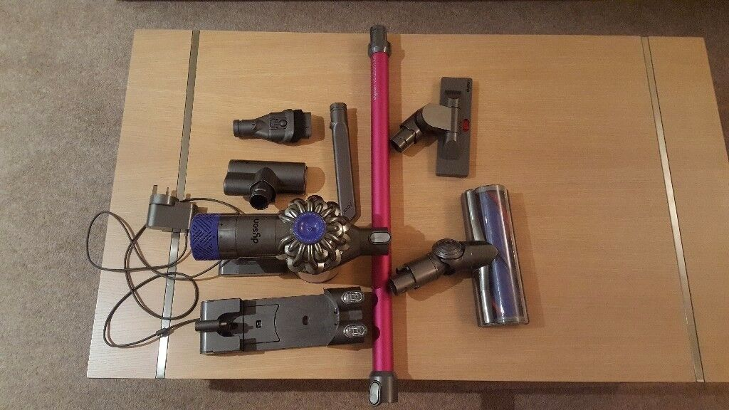 DYSON V6 ABSOLUTE FOR SALE IN VERY GOOD CONDITION