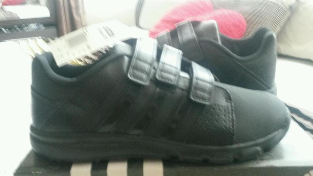 Brandnew black Adidas boys trainersin Southside, GlasgowGumtree - Brandnew in box with labelsBoys black Adidas trainersUk suze 5 and a half
