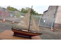 VINTAGE WELL HAND BUILT QUALITY LARGE POND YACHT ON PLINTH FAB DECOR DISPLAY PROP GC