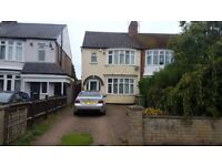 **BEAUTIFUL SPACIOUS 3 BED PROPERTY NEAR TRAIN STATION**