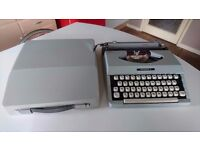 VINTAGE 1970S SIGNET IMPERIAL PORTABLE TYPEWRITER WEDDING DECOR HOME OFFICE DESKTOP USE DISPLAY GWO