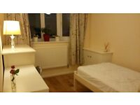 A single bedroom with en-suite, 20-minute walk to the University of Surrey