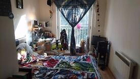 Double Bedroom in City Centre Flat
