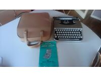 VINTAGE 1950S SMITH CORONA INDUSTRIAL PORTABLE TYPEWRITER + CASE WEDDING PROP NEW RIBBON DECOR GWO