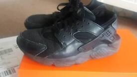 Nike hurachie trainers