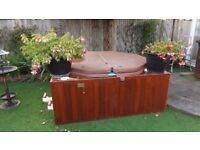 JACUZZI HOT TUB INDOOR OR OUTDOOR WITH HEATER, FITS 4+ WORKS WELL
