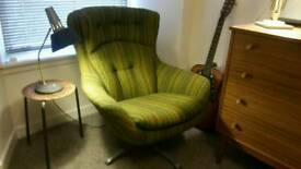 Vintage retro swivel/egg chair