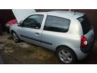 Renault clio (breaking for spares)
