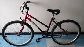 Women's GIANT Road/Mountain Bike with Helmet and Lock in Very good condition