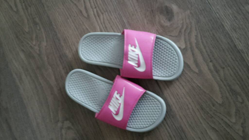 the latest a0274 10fc4 Nike slippers size 5,5 | in Woking, Surrey | Gumtree