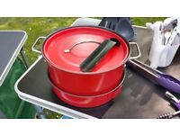 Red camping pans, (Metal) with attachable handle