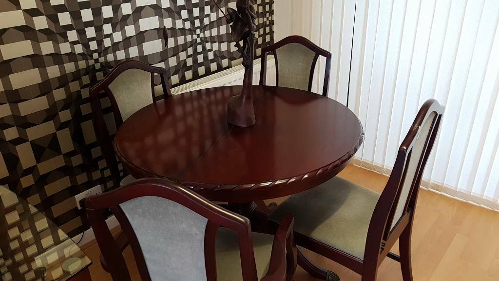 Dineing Table And Chairs