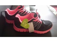 Gym/sports shoes size 5 - very comfy, £10 BRAND NEW with tag