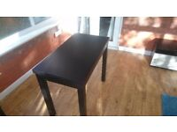 extendable kitchen table + 2 chairs