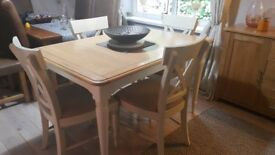 BHS HONLEY SOLID WOOD EXTENDABLE DINING TABLE AND 4 CHAIRS