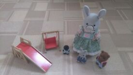 SYLVANIAN FAMILY RARE COLLECTABLE WITH TALKING MOTHER