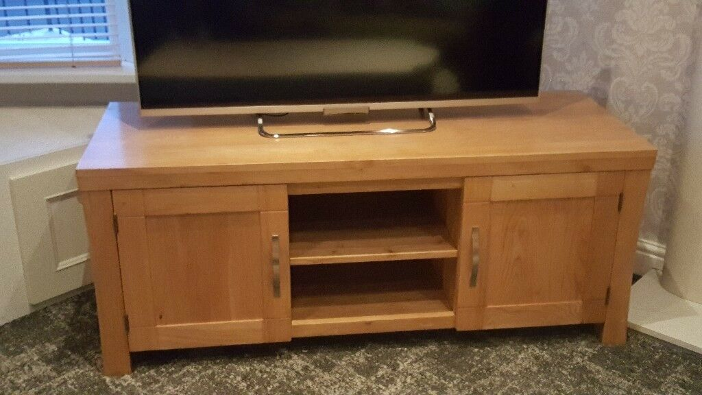 Solid Oak Tv Stand Cabinet Wirh Matching Hall Table