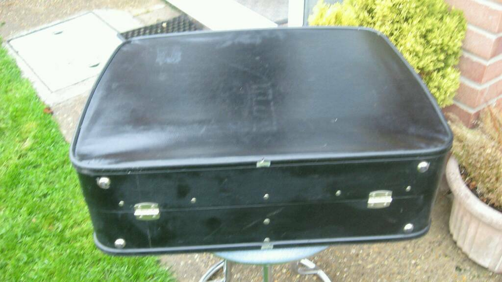 BLACK RETRO /VINTAGE SUITCASE BY ANTLER AS SHOWN **** £ 6 **