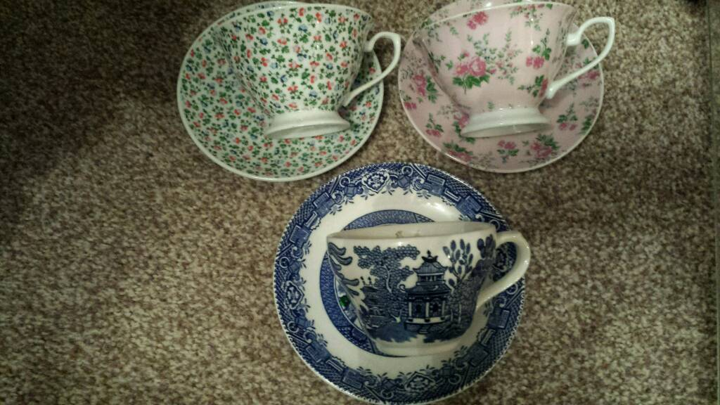 3 x tea cup & saucers candles