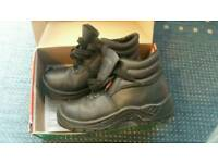 Safety boots Uk size 6 hardly worn